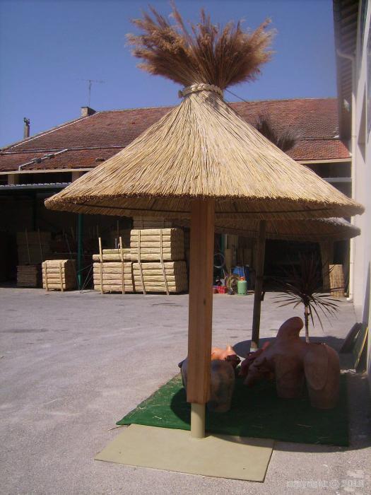 parasol bois roseaux de camargue. Black Bedroom Furniture Sets. Home Design Ideas